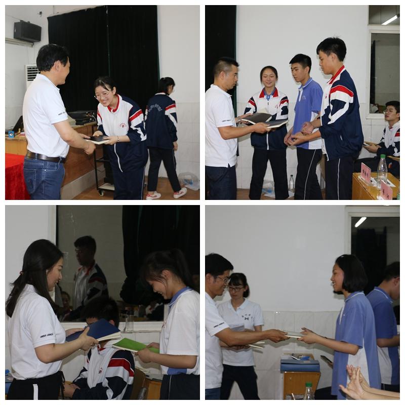 学校领导给获奖选手颁奖.jpg