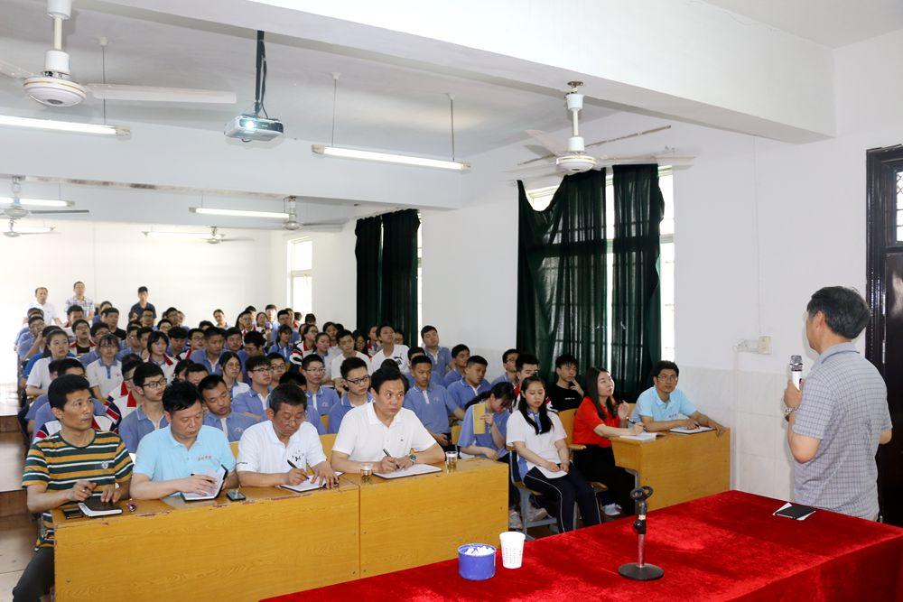 学校领导2.jpg